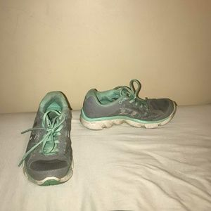 Shoes - Running shoes